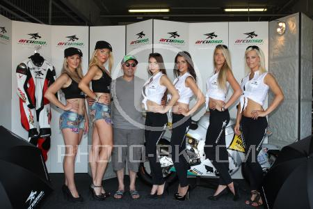 http://images.photo-bk.de/234/-%20Arcuoso%20Grid%20Girls%20I/1037221.jpg